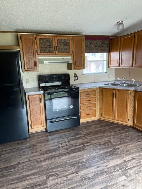 kitchen of available pre-owned home at 3325 Pierce Ave, #211